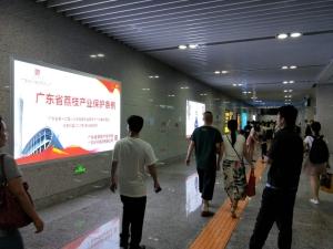 城轨列车及站台灯箱广告_1