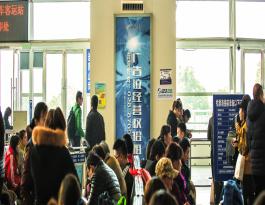 成都东站高铁地铁汽车客运站候车大厅超薄灯箱