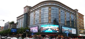 杭州延安路龙翔大厦1个LED大屏+2个户外大牌