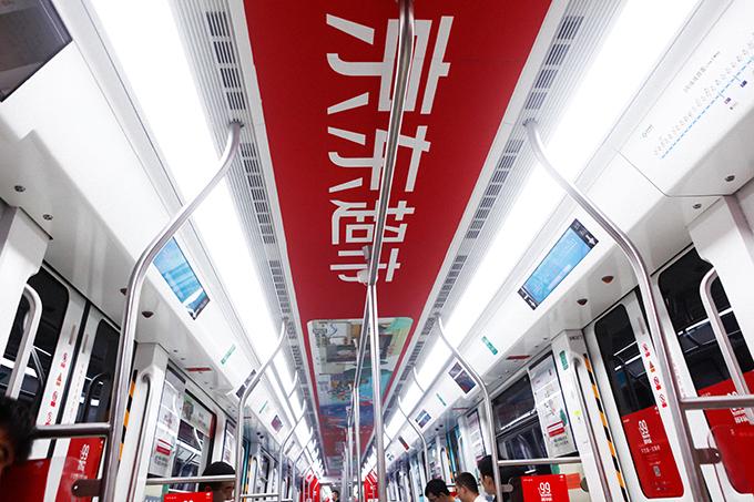 刘强东在美国出事了,但京东超市还是在地铁搞事情