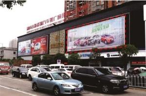长沙市中南汽车世界星沙临博展路每天汽车城门头西侧墙面三面翻