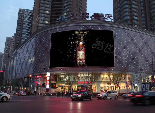 上海市普陀区长寿路巴黎春天LED广告牌