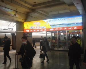 郑州市郑州火车站站台灯箱广告