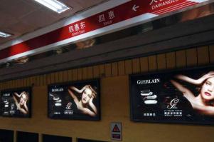 地铁广告的迷人之处,无数公司为它痴狂