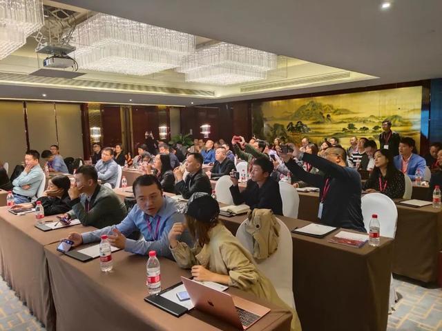 2019中国户外广告创新大会:百人光临亲邻科技招商会