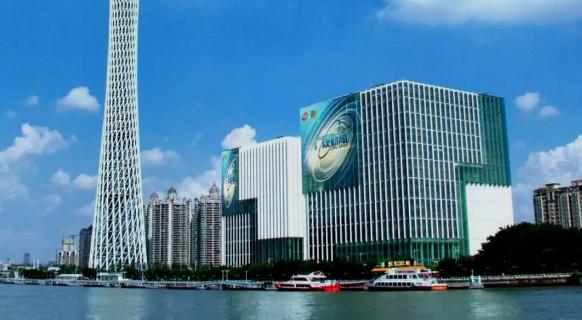 金璧奖-中国户外广告领军人物谢达峰 新技术赋能点亮珠江之眼