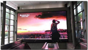 北京地铁国贸C口银泰通道东侧LED电子屏广告