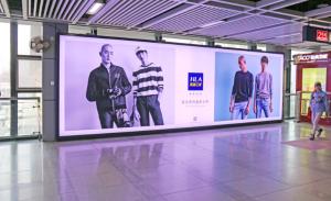 轨道交通1/2号线循礼门换乘站下行电梯对面四号广告位