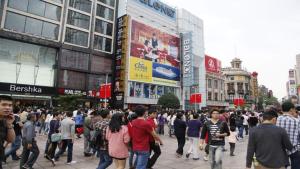 上海市嘉定区南京东路世纪广场班尼路旗舰店墙面广告
