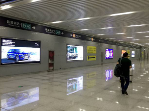 河南郑州市新郑区城际机场站灯箱户外广告牌