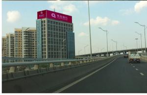 山东省青岛市崂山区郑州路雁山世纪大厦三面翻广告牌