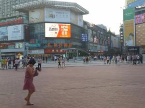 湖南省长沙市芙蓉区步行街中心广场户外LED显示屏