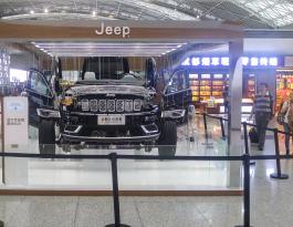 四川成都市双流区双流机场出发大厅汽车展位实物展示广告位