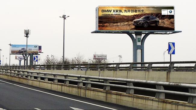北京市首都机场T3航站楼机场高速户外单立柱广告