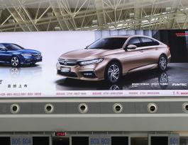 江西南昌市新建区昌北机场T2出发办票厅上方灯箱广告媒体