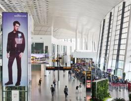 河南郑州新郑国际机场候机区电梯贴广告位