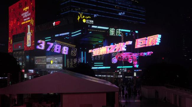 专访丨东方初晓黄晓晴: 凭借裸眼3D再度出圈收割上亿关注度,超强地标媒体是这样炼成的!