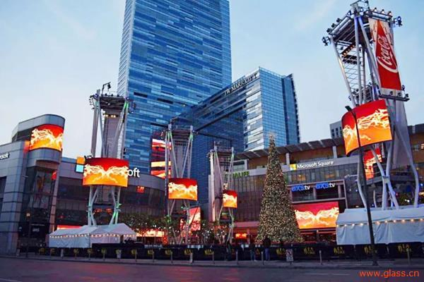 """户外LED屏闪耀 在美国西岸再造一个""""时代广场"""""""