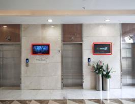襄阳市襄州区时代天街购物中心32寸电梯口挂屏