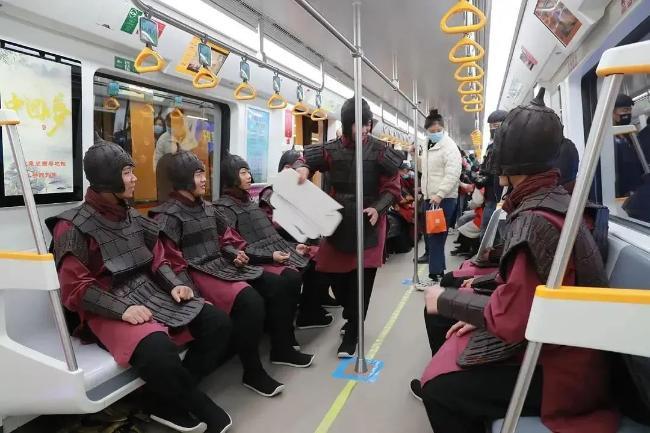 看完2020年十大刷屏的地铁营销案例,我发现了制造爆款的秘诀!