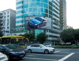 广东东莞东城西路和东纵大道十字路口处海联大厦外墙地标建筑LED屏