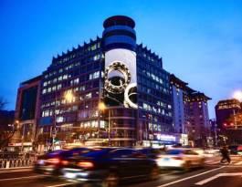 北京东城区金宝街国旅大厦正门上方商超卖场LED屏