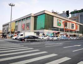 山东菏泽牡丹区中华路银座商城墙体商超卖场灯箱