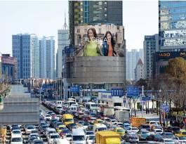 上海黄浦区人民广场与淮海路商圈交汇处弧形商超卖场LED屏