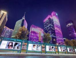 广东广州万菱汇公交站亭灯箱