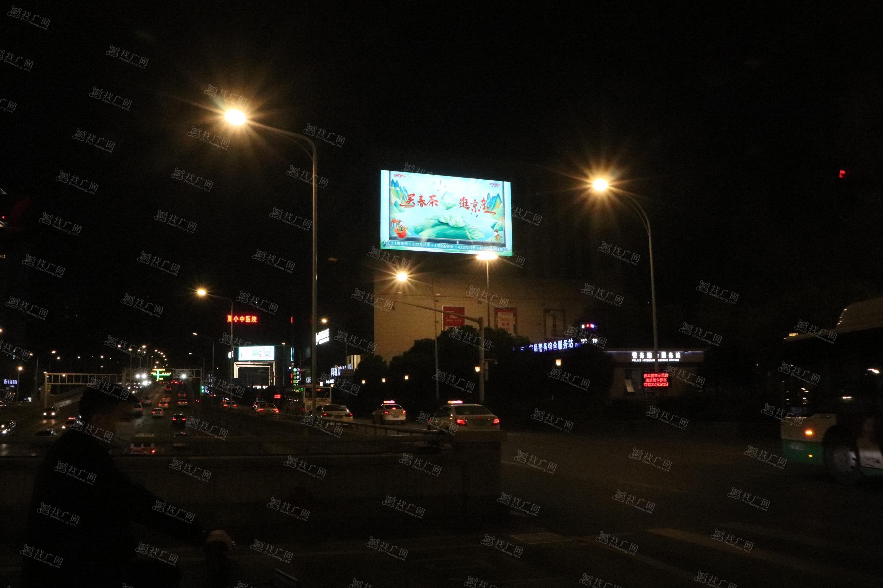 武汉商圈汉口欧亚达户外LED广告