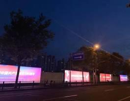 上海浦东新区国展路世博展览馆S1门对面停车场灯箱广告