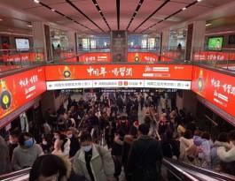 河南郑州金水区郑州东站衔接郑州东高铁站候车大厅地铁轻轨灯箱