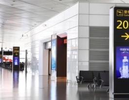 河南郑州新郑新郑国际机场三层国内航班登机口刷屏机机场广告机/电视机