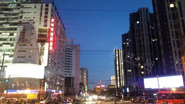 洛阳万达广场北大型广告牌